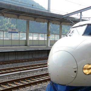 新岩国駅を発車する0系の こだま638