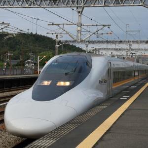 閑静な土曜朝の新幹線駅