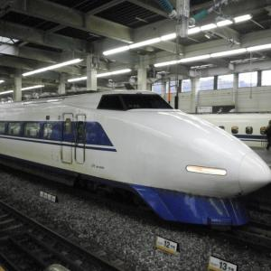 青い帯の100系新幹線