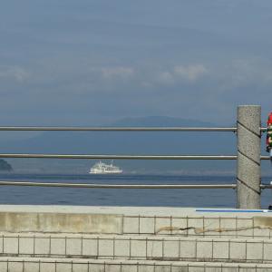 広島湾を行き交うフェリーたちと(2)