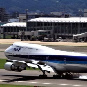 夏雲の下に Boeing747 2012