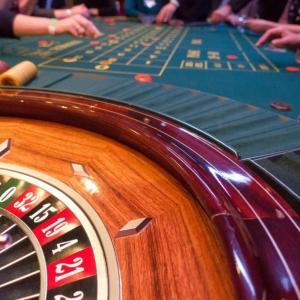 間欠強化の説明とその例を解説【ギャンブルにハマってしまう理由】