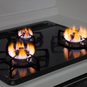 ガスコンロの火が赤い?青い炎が赤くなる5つの状況と対処法