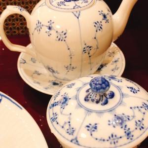 紅茶を楽しむティーポット、どれが好きかな?