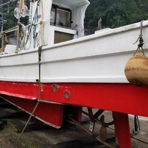 伝馬船のペンキ塗り、その他。