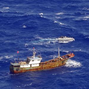 中国漁船が大量のペットボトルを海に「ポイ捨て」、頭を悩ませるエクアドル―仏メディア