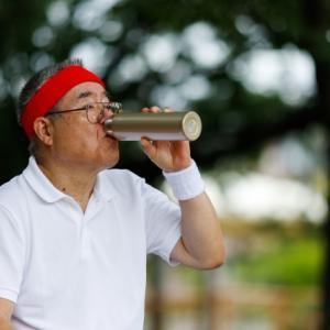 熱中症予防でスポーツドリンクを飲むのは絶対にダメ。高校野球部で行われている正しい水分補給とは。