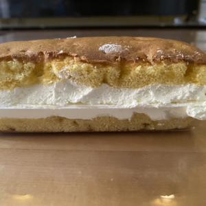 カステラ風サンドケーキ