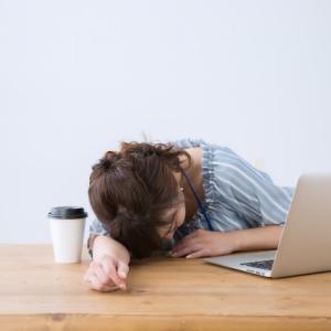パソコンの前で寝落ちするのは、睡眠の質が良くない証拠だよ、栄養と運動と生活習慣で治そうね!
