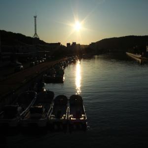 網走・西山通の中央橋から網走川を眺める