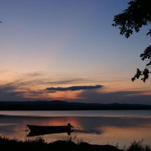 大空町女満別から見る夕暮れの網走湖は黄金色に輝く