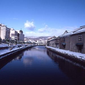 冬の小樽運河お散歩。レンガ倉庫街のレトロな雰囲気を写真で味わう