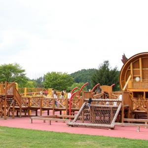 旭川・カムイの杜公園のコンビネーション遊具や屋内遊具が面白い。子供と一日中遊べる施設