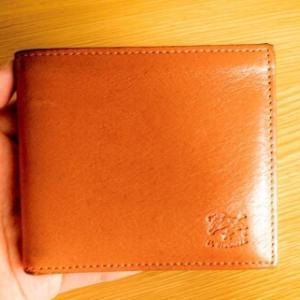 あえて持ち歩きたい財布:IL BISONTEの折り財布