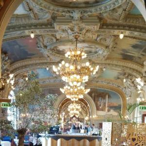 パリ・リヨン駅の老舗レストラン LE TRAIN BLUE