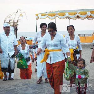バリ島の民族衣装はここで買える!寺院に行くならサロンをゲットしよう!