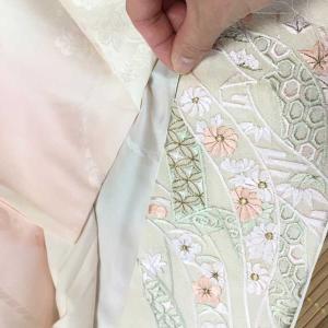 着物の半襟つけが面倒 縫わない方法とは