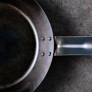 鉄フライパンのメリットと選び方他素材との違い