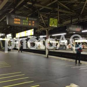 かっこいい女性は始発電車に乗る