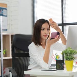 仕事に私生活を持ち込む女性はカッコ悪い。
