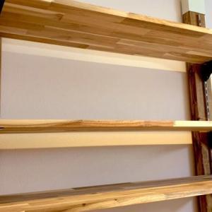 難しいレールの取り付けのコツ♪棚柱を使った可動式棚受けのDIY