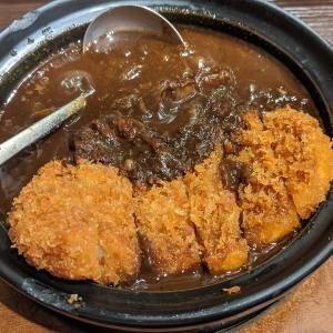 東京都千代田区丸の内 濃厚牛すじ煮込みかつカレー