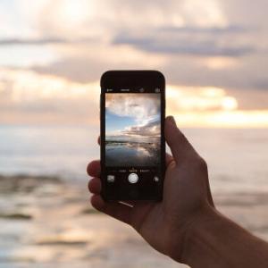 【今日の市況】日経平均続落、保土谷化 次期iPhoneに有機EL採用との報道を受け株価大幅高など