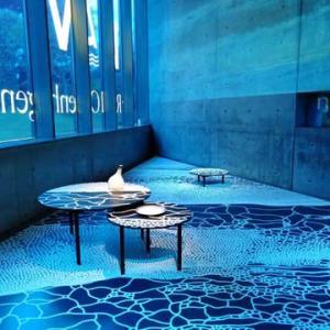 ロイヤル コペンハーゲンの新シリーズHAV〈ハウ〉の塩と海のインスタレーションへ