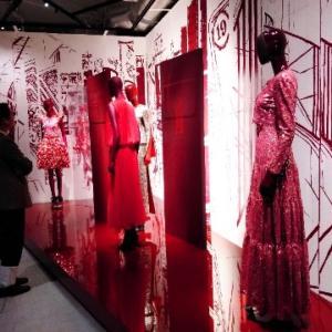 シャネル(CHANEL)のエキシビション「MADEMOISELLE PRIVÉ TOKYO マドモアゼル プリヴェ展 ー ガブリエル シャネルの世界へ」へ