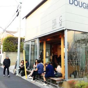 表参道ヒルズの裏手にある「HIGUMA Doughnuts × Coffee Wrights」へ