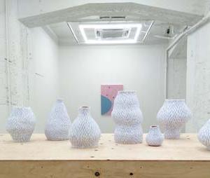 ジュリア・チャンの個展「Pump And Bump」へ
