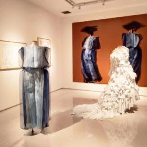 篠原ともえの作品展「SHIKAKU-シカクい生地と絵から生まれた服たち-」へ