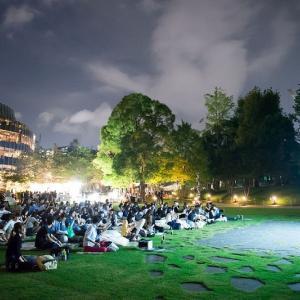 芝生広場の上で映画を楽しめる屋外シネマイベント「ミッドパーク シネマ」2021開催