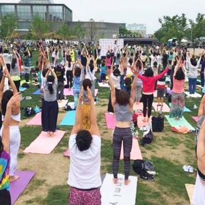 無料野外ヨガイベント「てんしばナイトヨガ」大阪府天王寺公園で開催