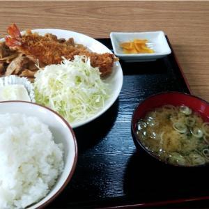 豚の生姜焼きとエビフライ