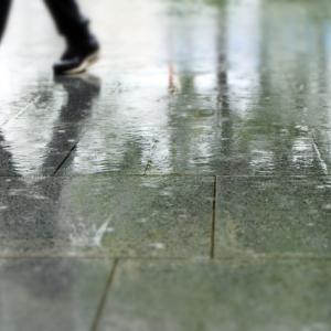梅雨で靴が臭い時の対処法を色々説明してみる
