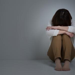 モラハラを受け続けるとうつ病に!?体や心に現れる症状6選