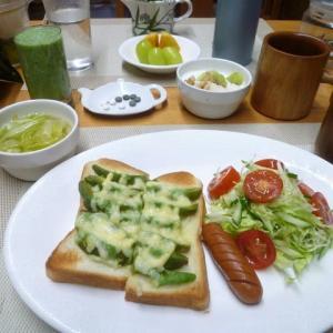 アボガドマヨ焼きチーズトースト、野菜サラダで朝ごはん♪子ども食堂メニュー