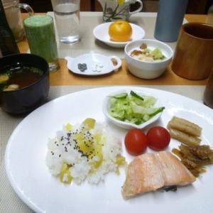 サツマイモご飯、焼き鮭、酢ゴボウで和食の朝ご飯♪栗の渋皮煮を仕込んで・・
