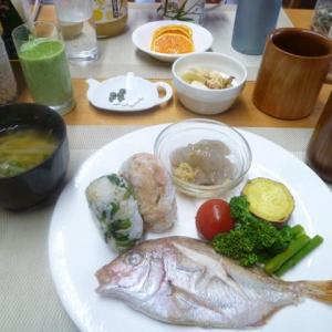 高菜漬けおにぎり、タイ塩焼き、手作りこんにゃくで朝ごはん♪