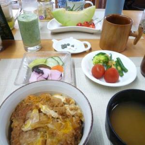 カツ丼、ぬか漬けで朝ごはん♪今日は子ども食堂の日、テイクアウト弁当にします。