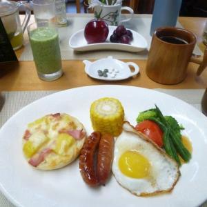 パインとハムのチーズマフィン、目玉焼きで朝ごはん♪石黒たまご園の卵で・・