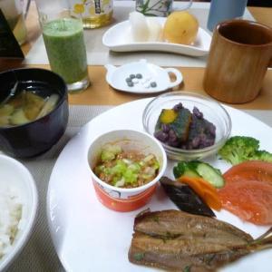 イワシのタイム醤油焼き、納豆で和食の朝ご飯♪猛暑日、熱中症に気を付けましょう。