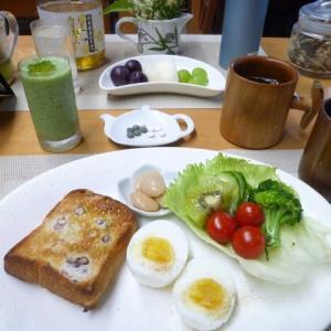 小豆もち麦パン、ゆで卵、野菜サラダで朝ごはん♪小豆は食物繊維が豊富!
