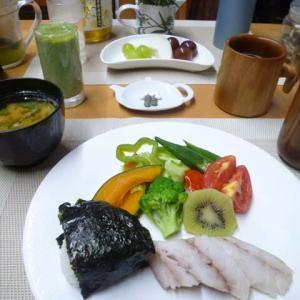 タラの塩ゆで、野菜の塩ゆでで朝ごはん♪素材の味を楽しめて美味しかった!