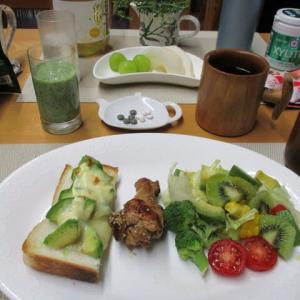 アボガドマヨ焼きチーズトースト、手羽元煮で朝ごはん♪