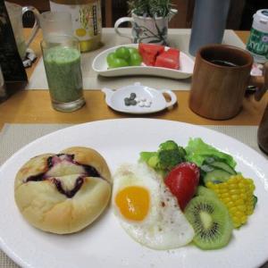 ブルーベリージャムパンで朝ごはん♪
