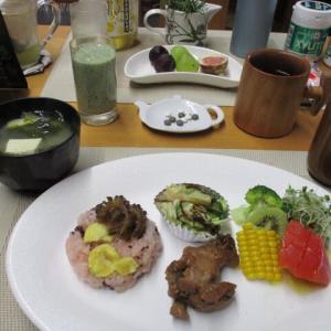 栗おこわ、手羽元煮、野菜の塩昆布和えで朝ごはん♪