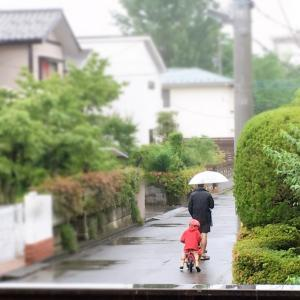 雨の中遊びに行くイギリス人たち