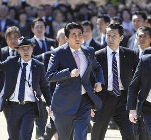 【桜を見る会】5000円は逆に高くボッタクリ疑惑か? 参加男性「会場はぎゅうぎゅうで五千円は高い。ぼったくりかと思った」